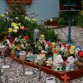 Садового сноба этот садик приведет в ужас, однако для его хозяина он – источник радости